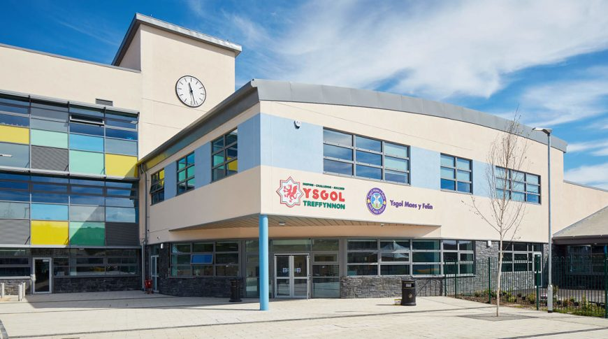 Holywell_Learning_Campus_1521_Gtry-front